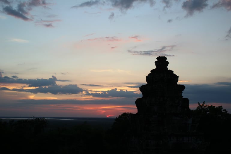 Ein Tempel in Angkor zum Sonnenuntergang