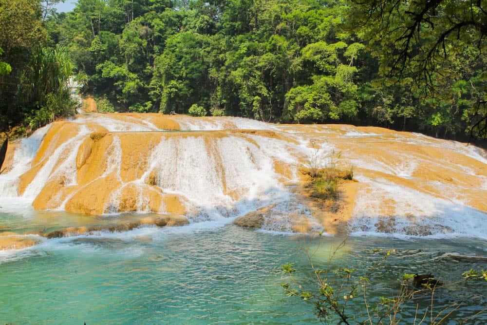 Agua Azul Felsen mit Wasserfall
