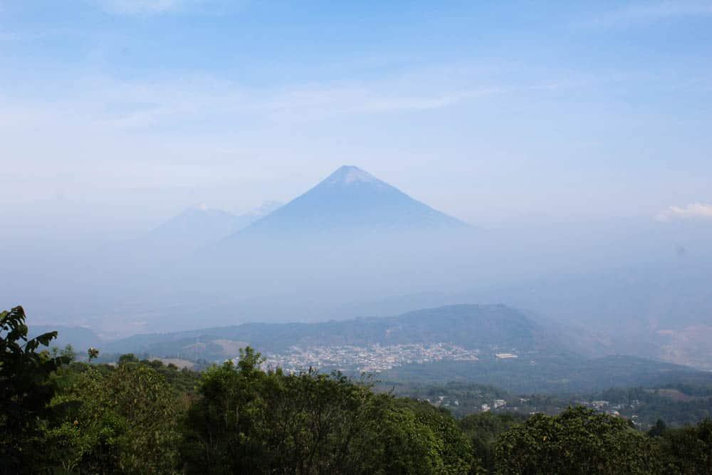 Ausblick vom Pacaya auf den Volcán de Agua