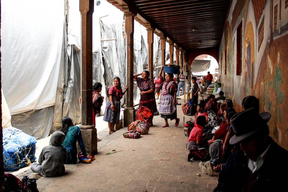 Szene auf dem Markt in Chichicastenango