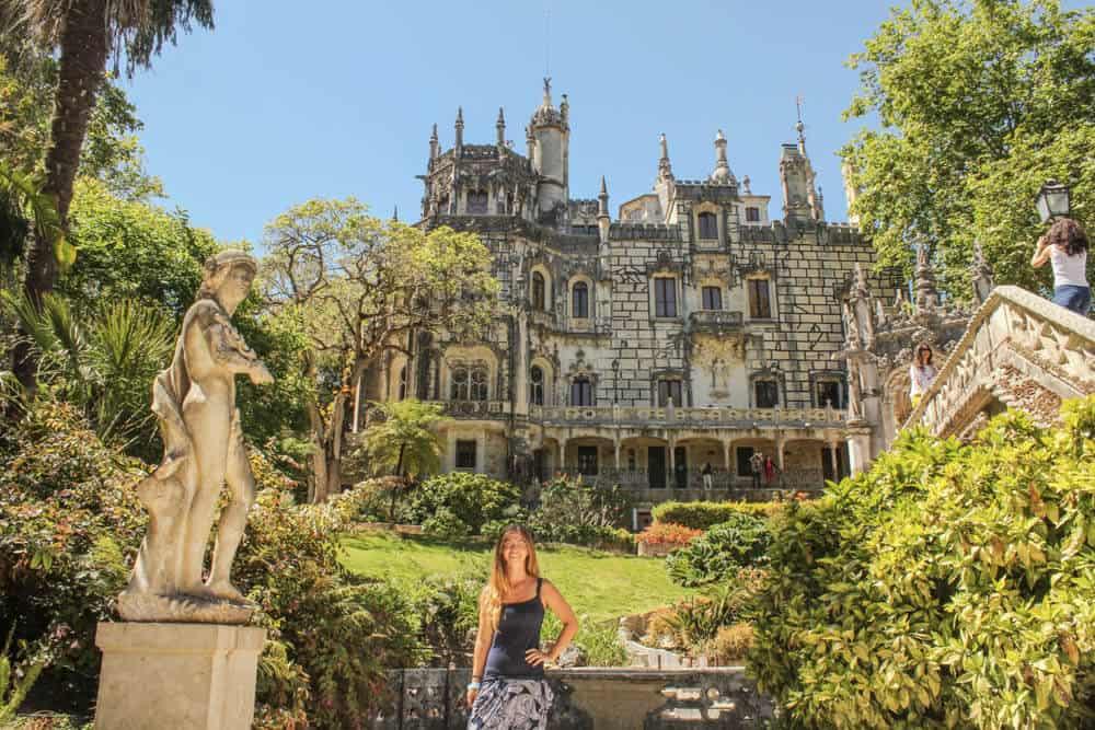 Barbara vor Haus Quinta da Regaleira