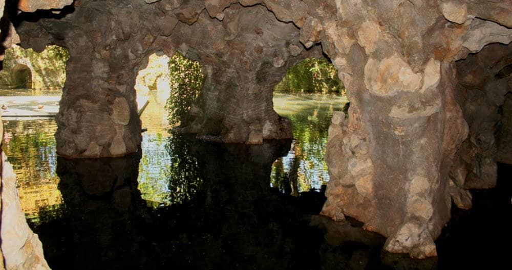 Spiegelungen Höhle Quinta da Regaleira