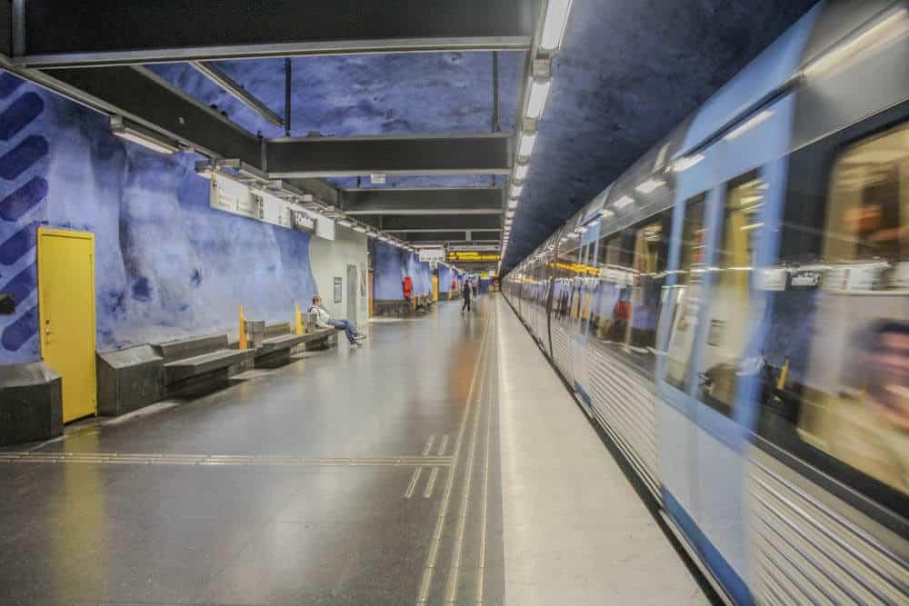 T-Centralen Stockholm einfahrender Zug