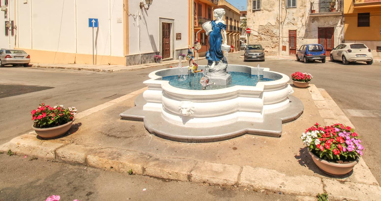 Brunnen mit Statue Terrasini