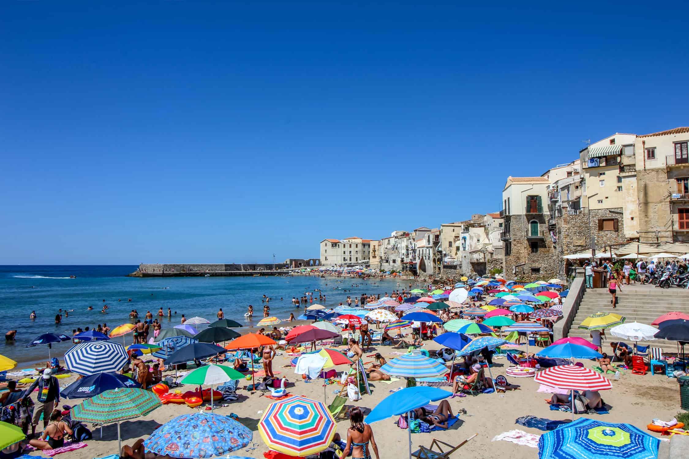 Cefalù Strand und Altstadt