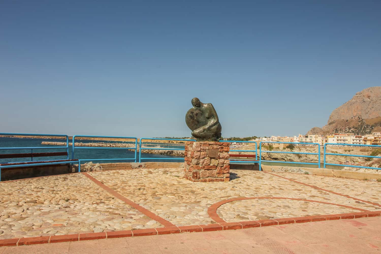 Hässliche Statue Terrasini