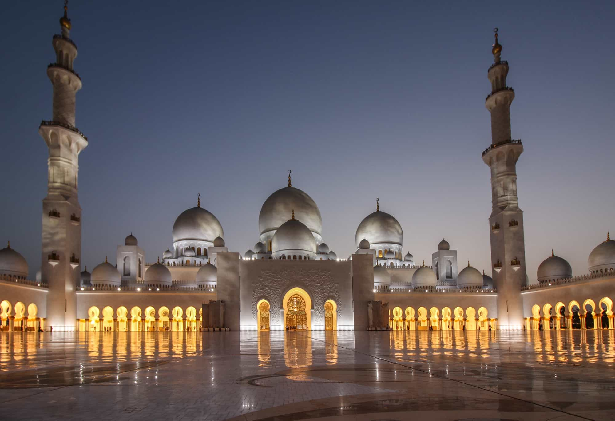 grand mosque frontal after sunset 2