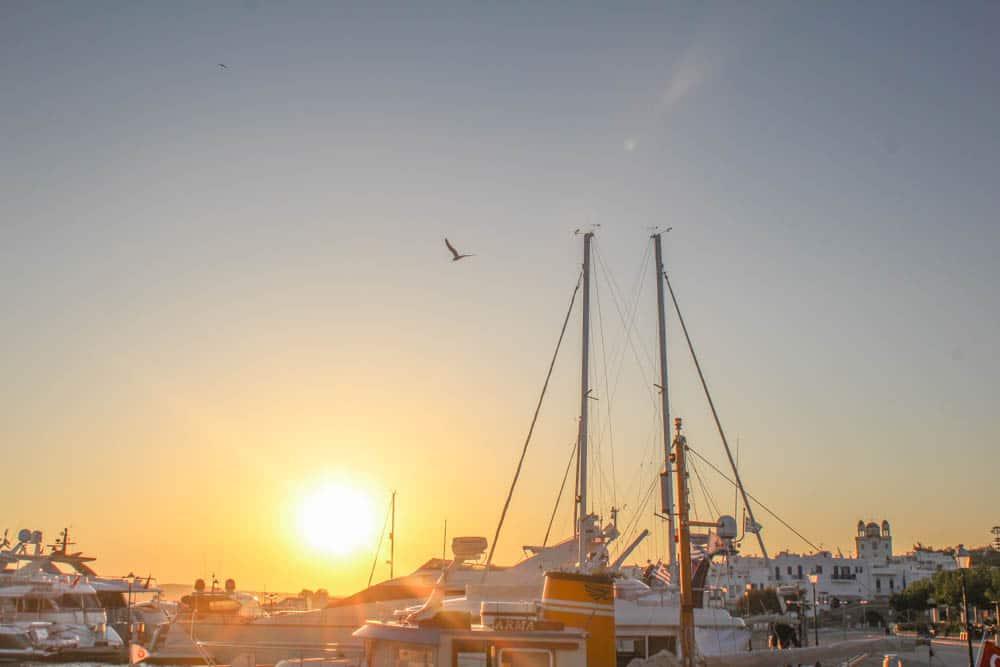 Paros Hafen im Sonnenaufgang