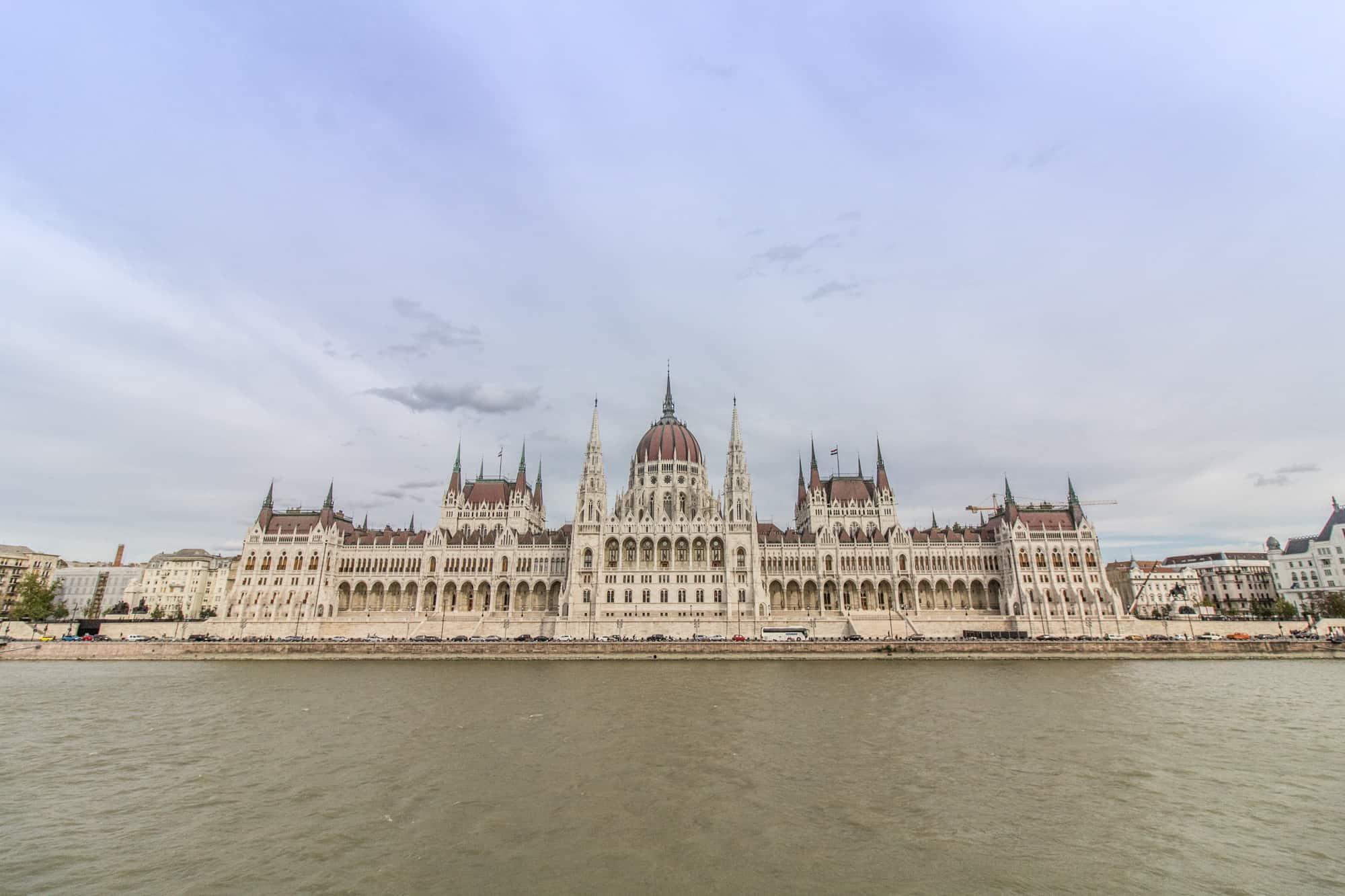 Budapest Parlament von der Donau aus