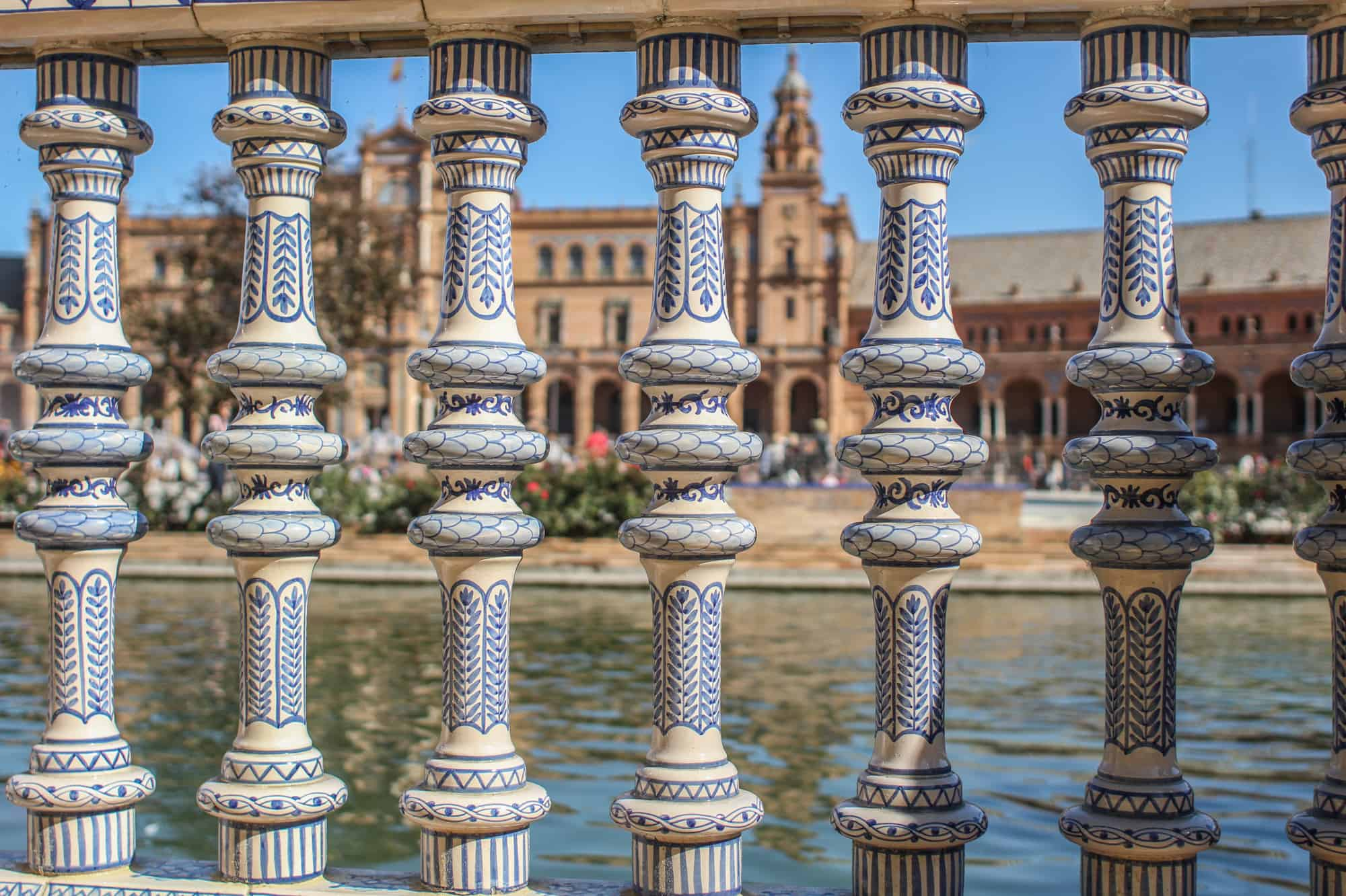 Plaza de Espana durch Gelaender