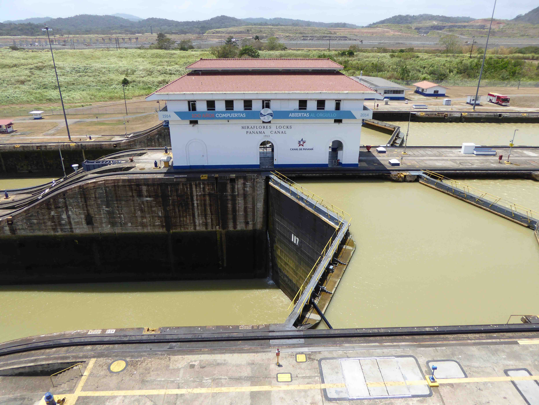 5 Die Miraflores Schleuse ist eine von insgesamt drei Durchlässen am Panama Kanal