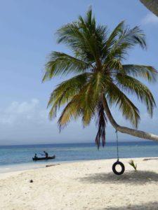 8 Einsamer Strand auf der Insel Nubesidub