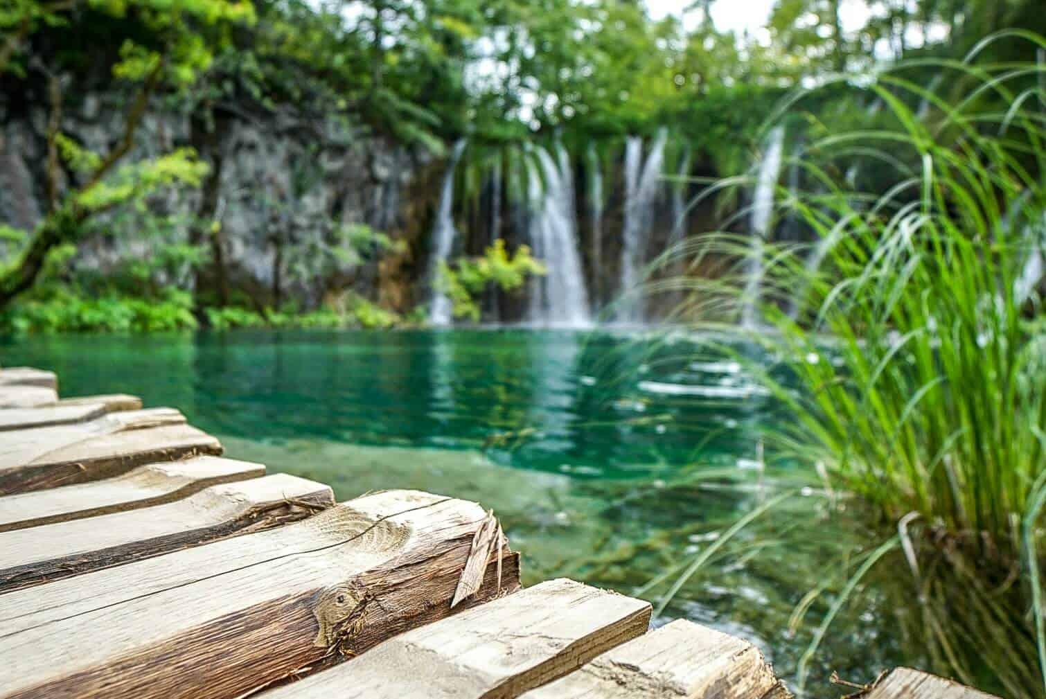 Stege an den Plitvicer Seen