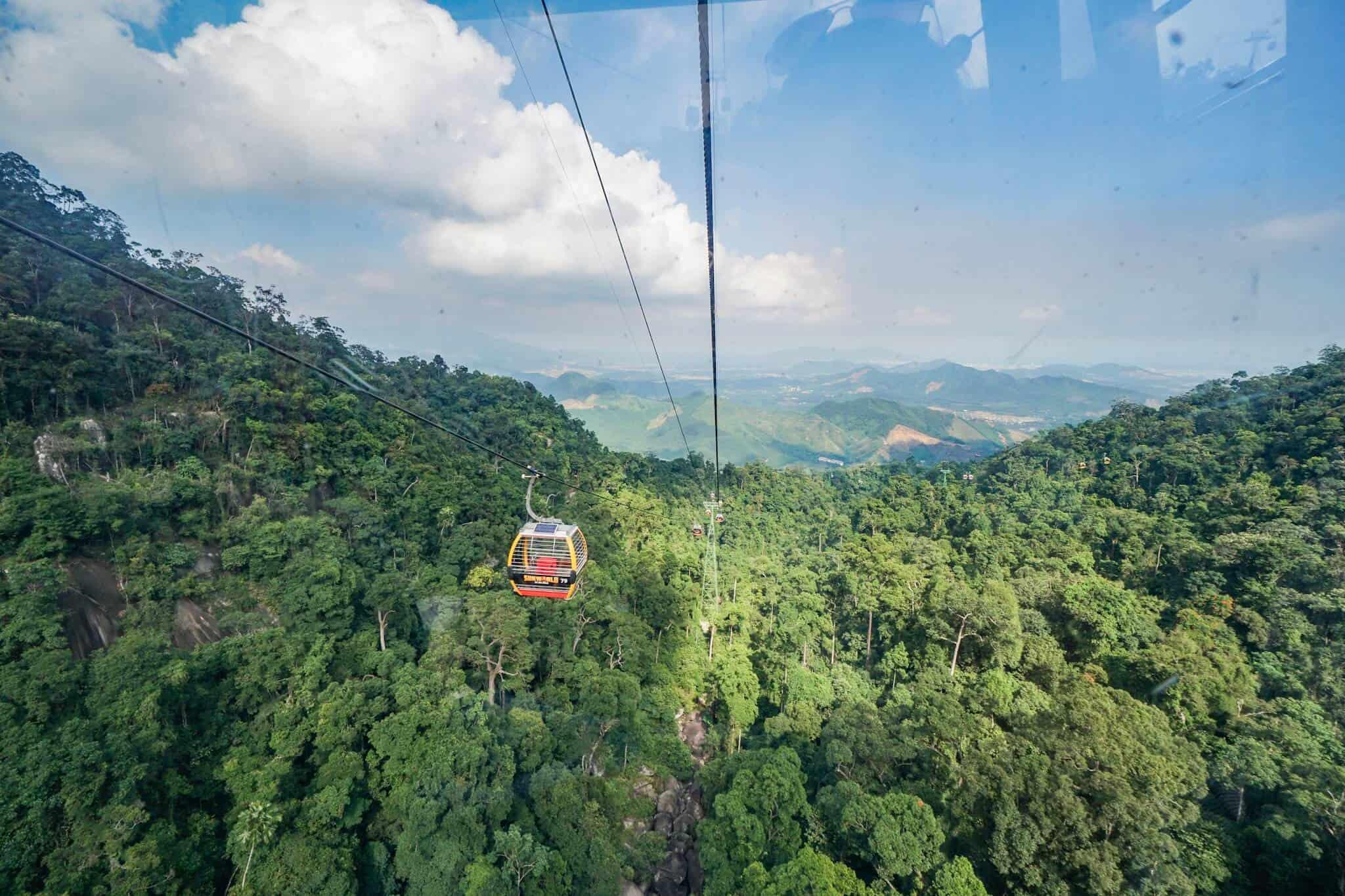 Da Nang Sunworld Cable Car 2