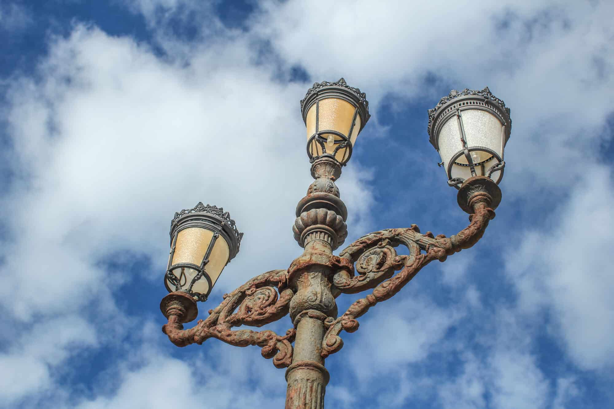 Laterne mit drei Lampen