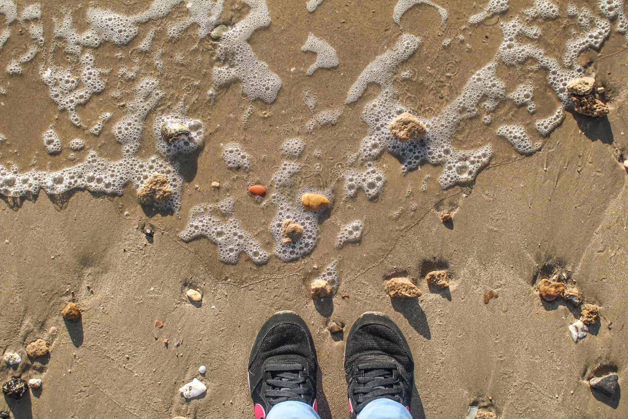 Schuhe am Strand