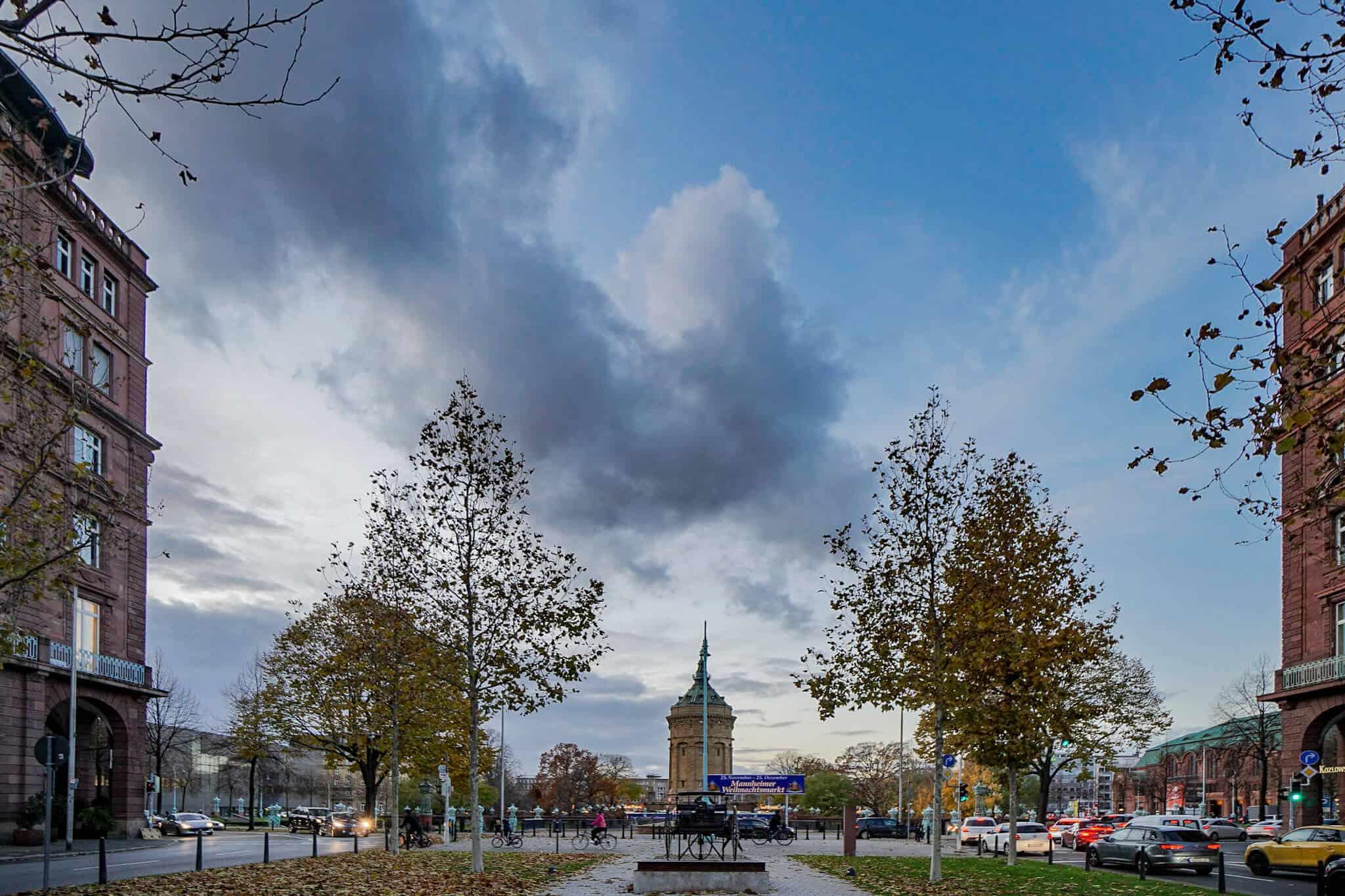 Vor dem Leonardo Hotel Mannheim