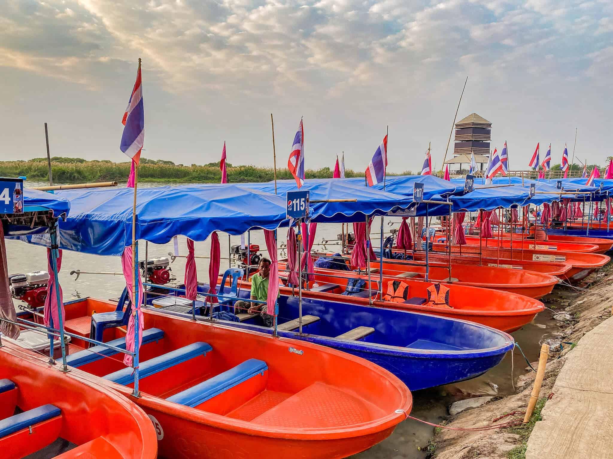 Boote am Red Lotus Lake