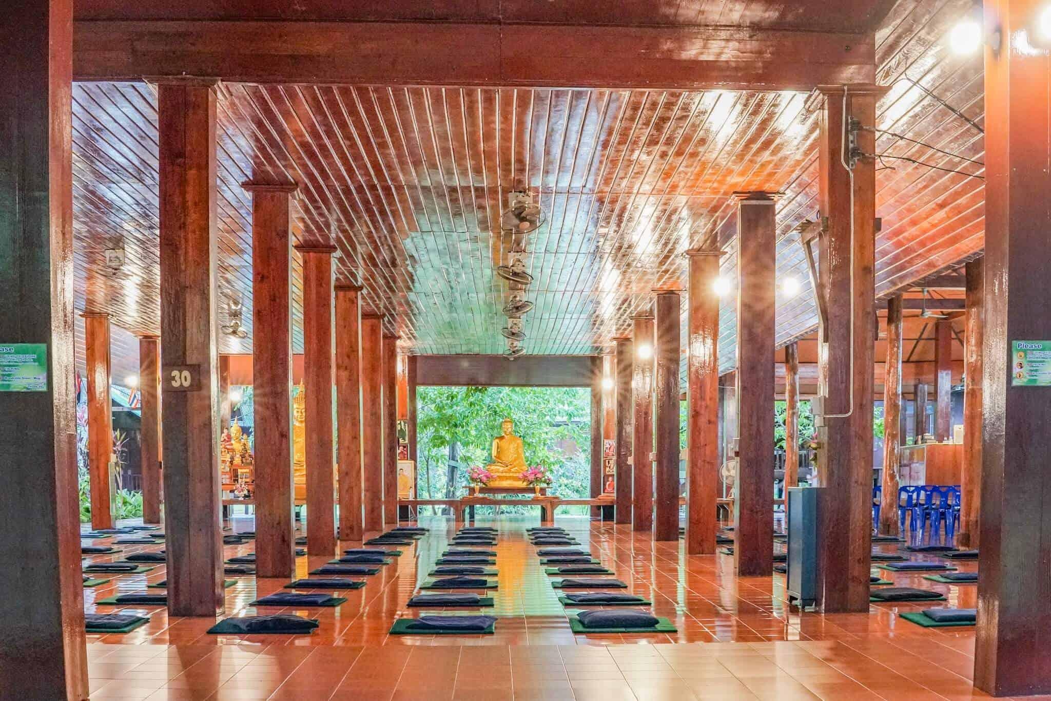 Die Dharma Hall – Wat Pa Tam Wua Forest Monastery