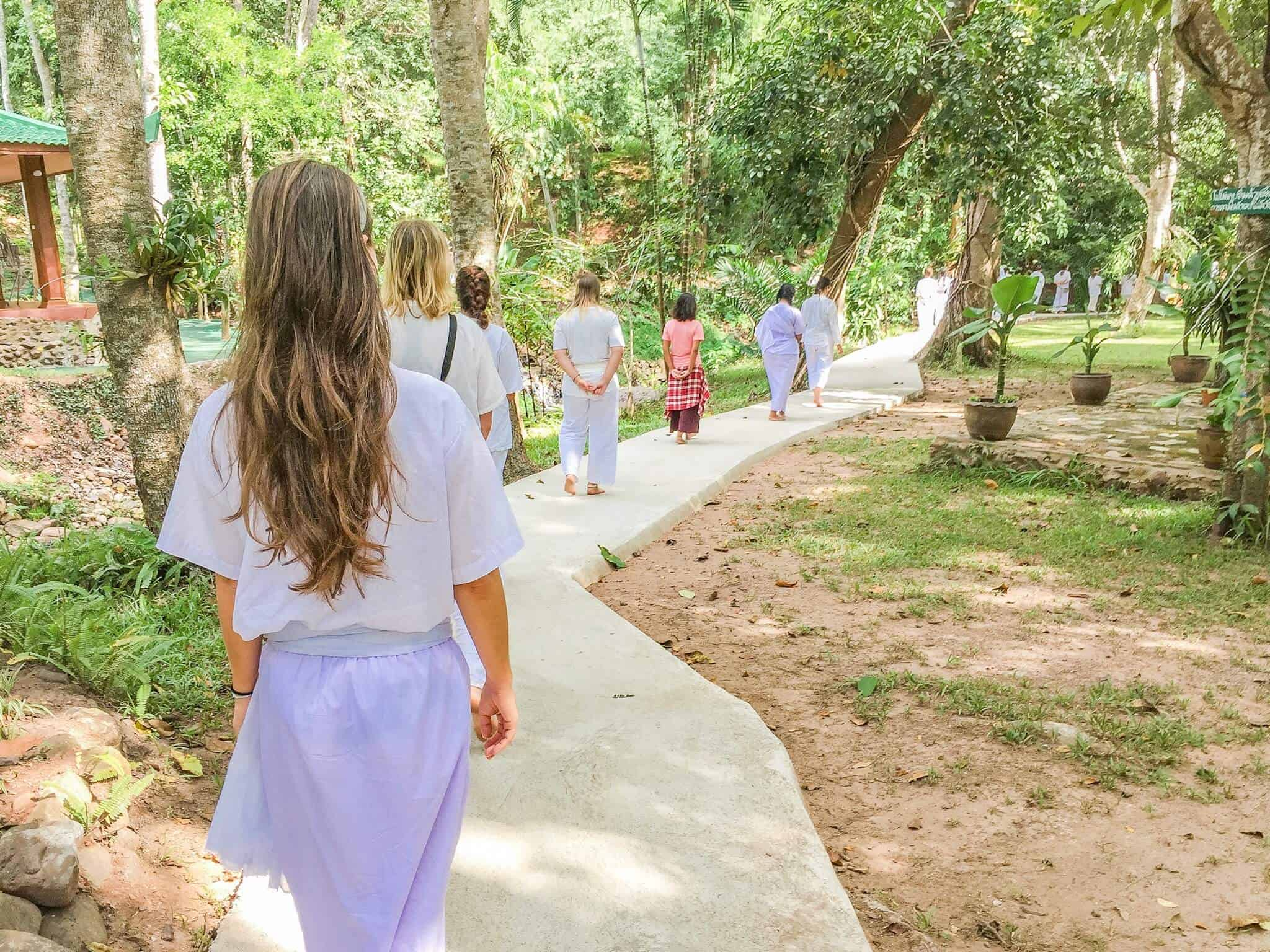 Walking Meditation im Wat Pa Tam Wua Forest Monastery