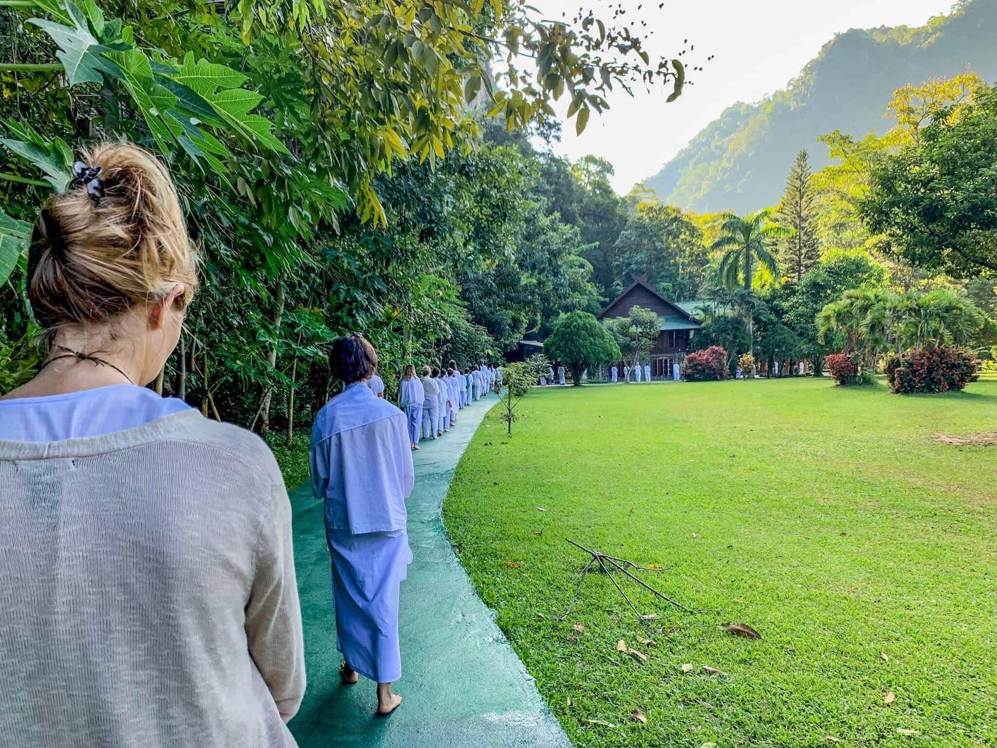 Walking Meditation im Wat Pa Tam Wua Forest Monastery