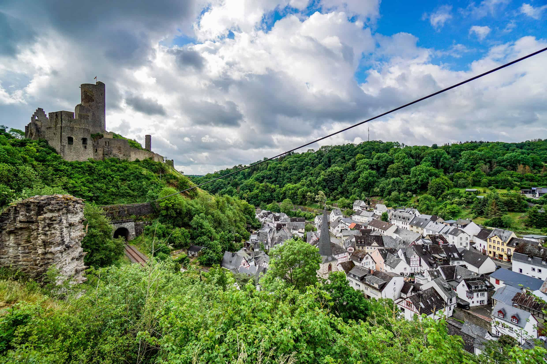 Loewenburg und Monreal von der Philippsburg aus fotografiert