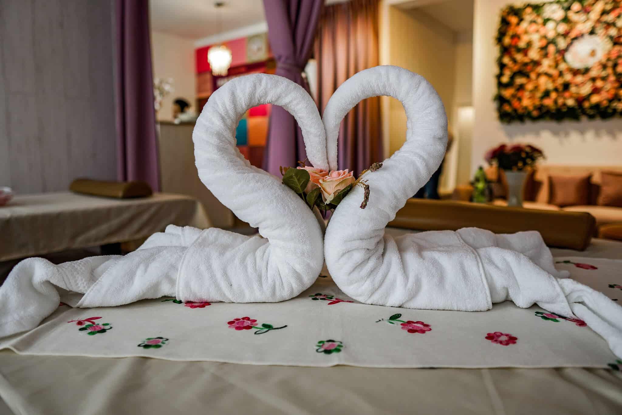 Handtuchschwäne Thai Massage