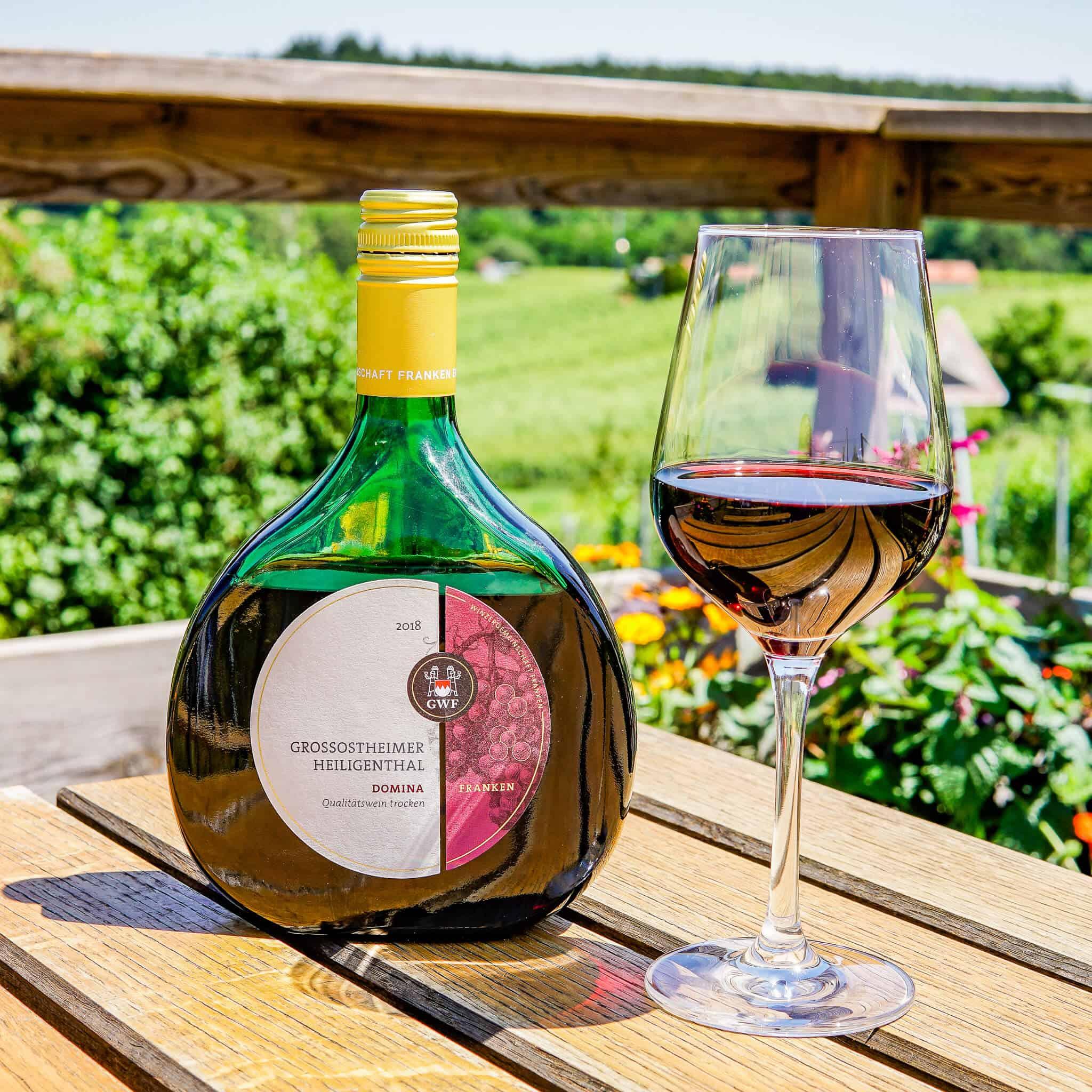 Boxbeutel Wein Rotwein Fränkischer Rotwein Wanderweg