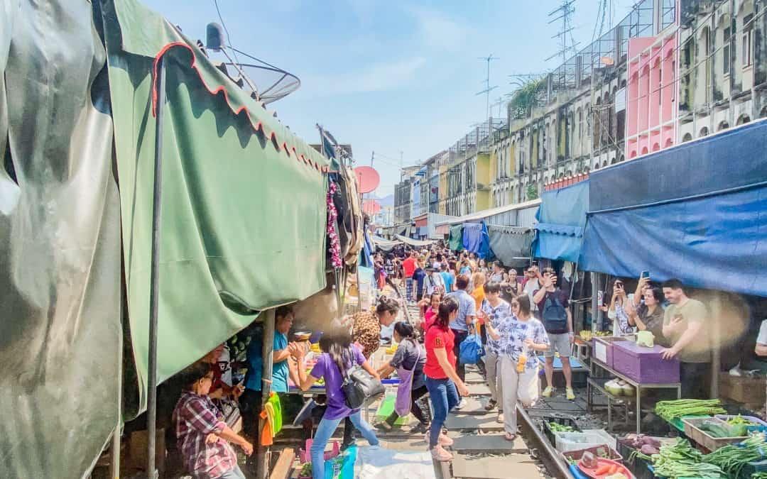 Mae Klong Railway Market – Der abenteuerlichste Markt in Thailand