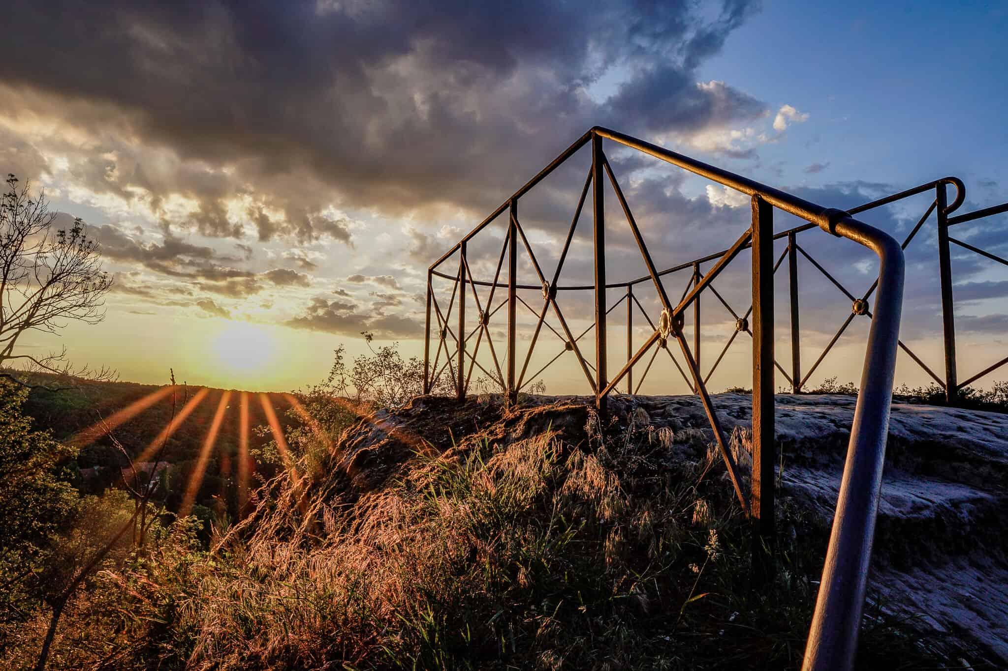 Aussichtsplattform im Sonnenaufgang