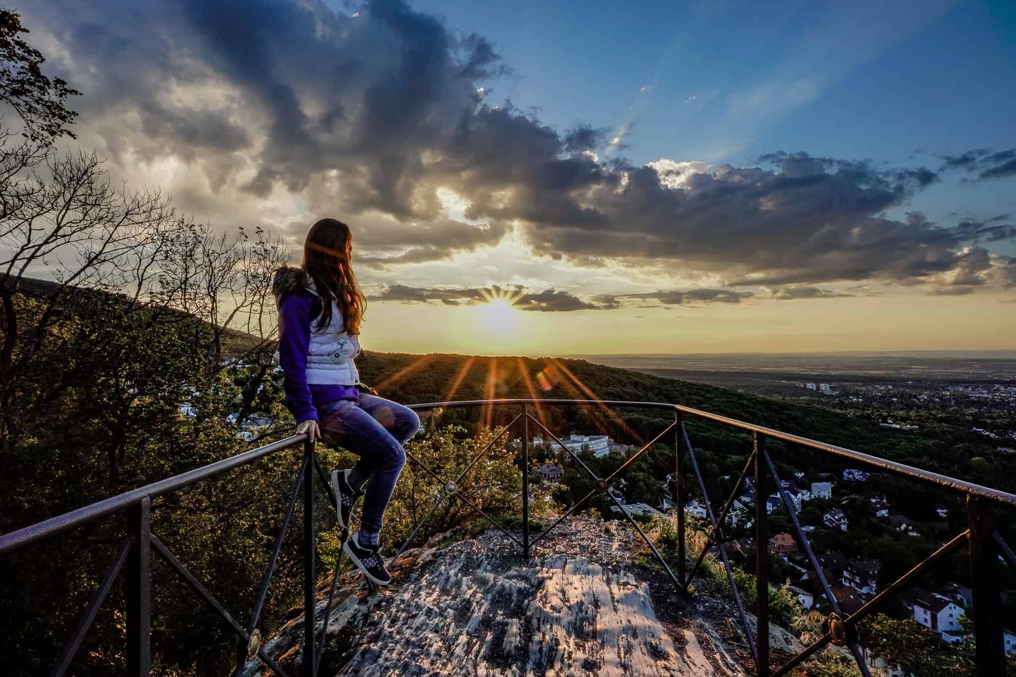 Barbara im Sonnenaufgang am Dettweiler Tempel
