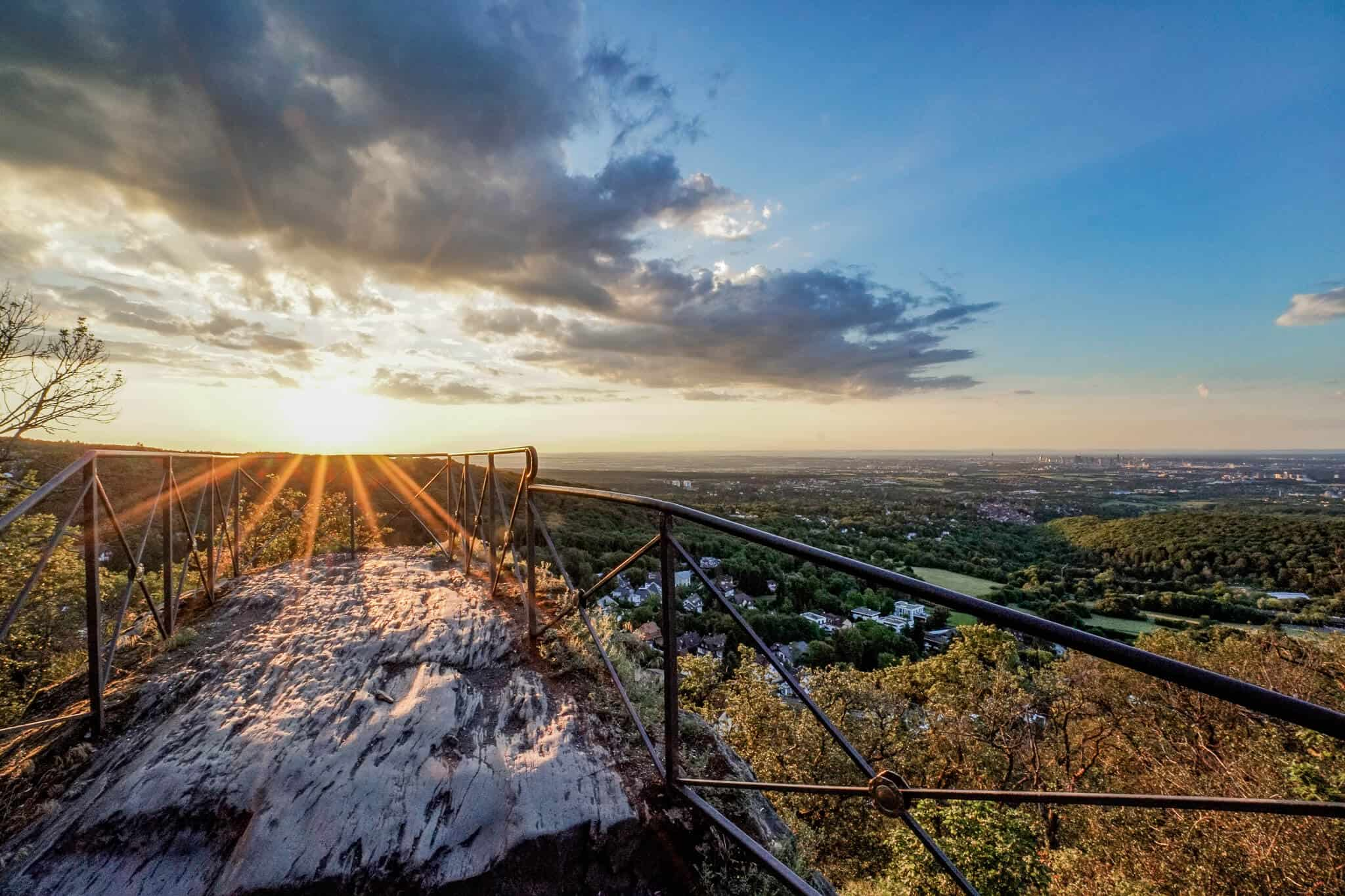 Sonnenaufgang Blick auf die Aussichtsplattform