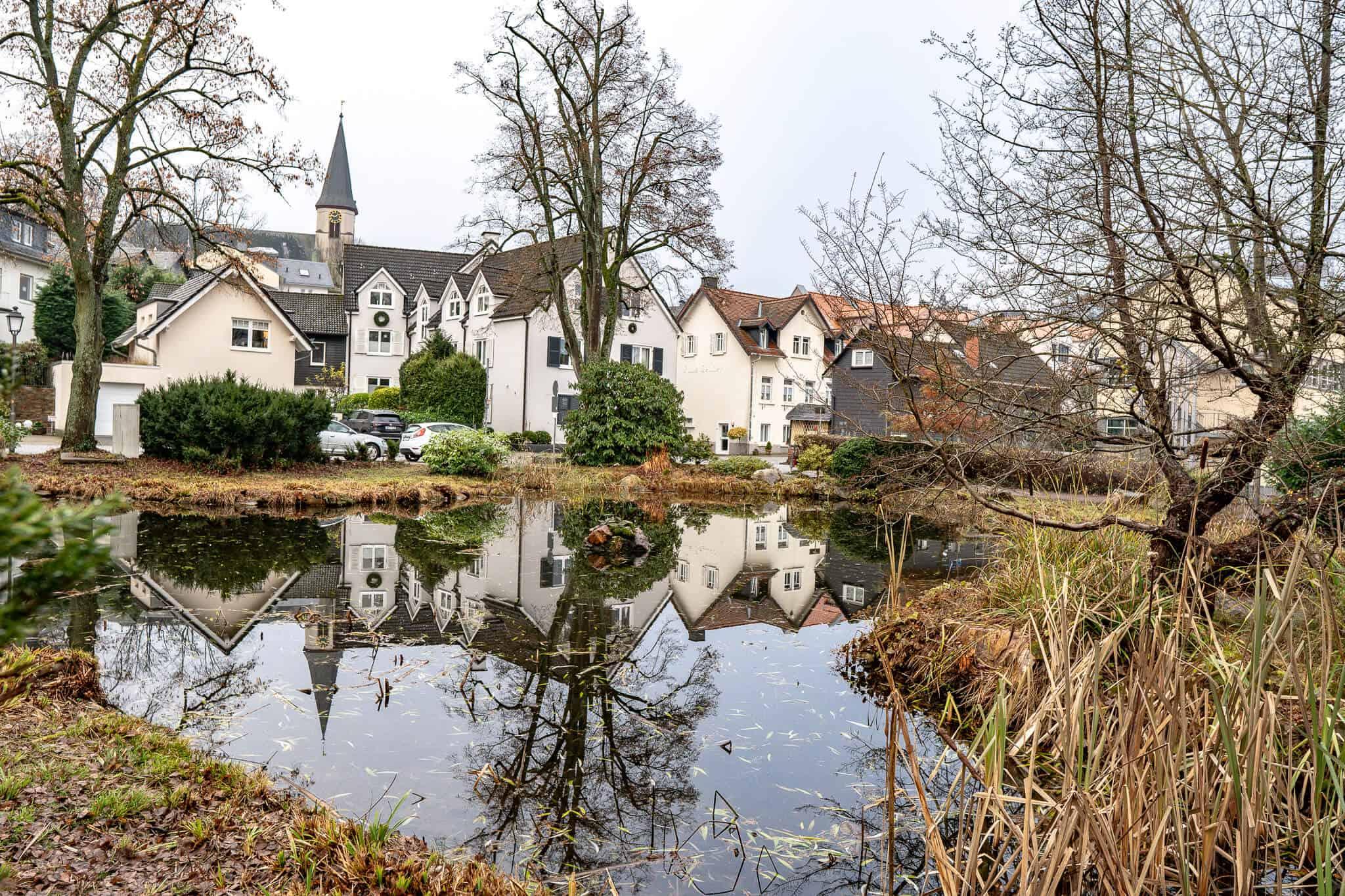 Spiegelung der Häuser in Königstein