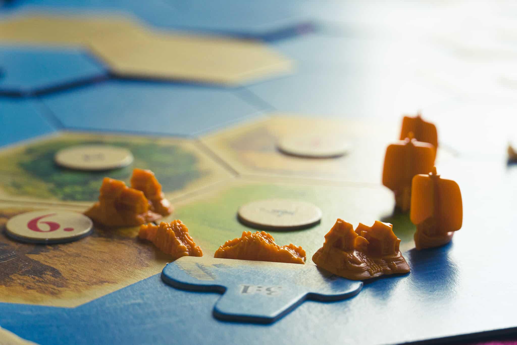 Catan orangene Figuren