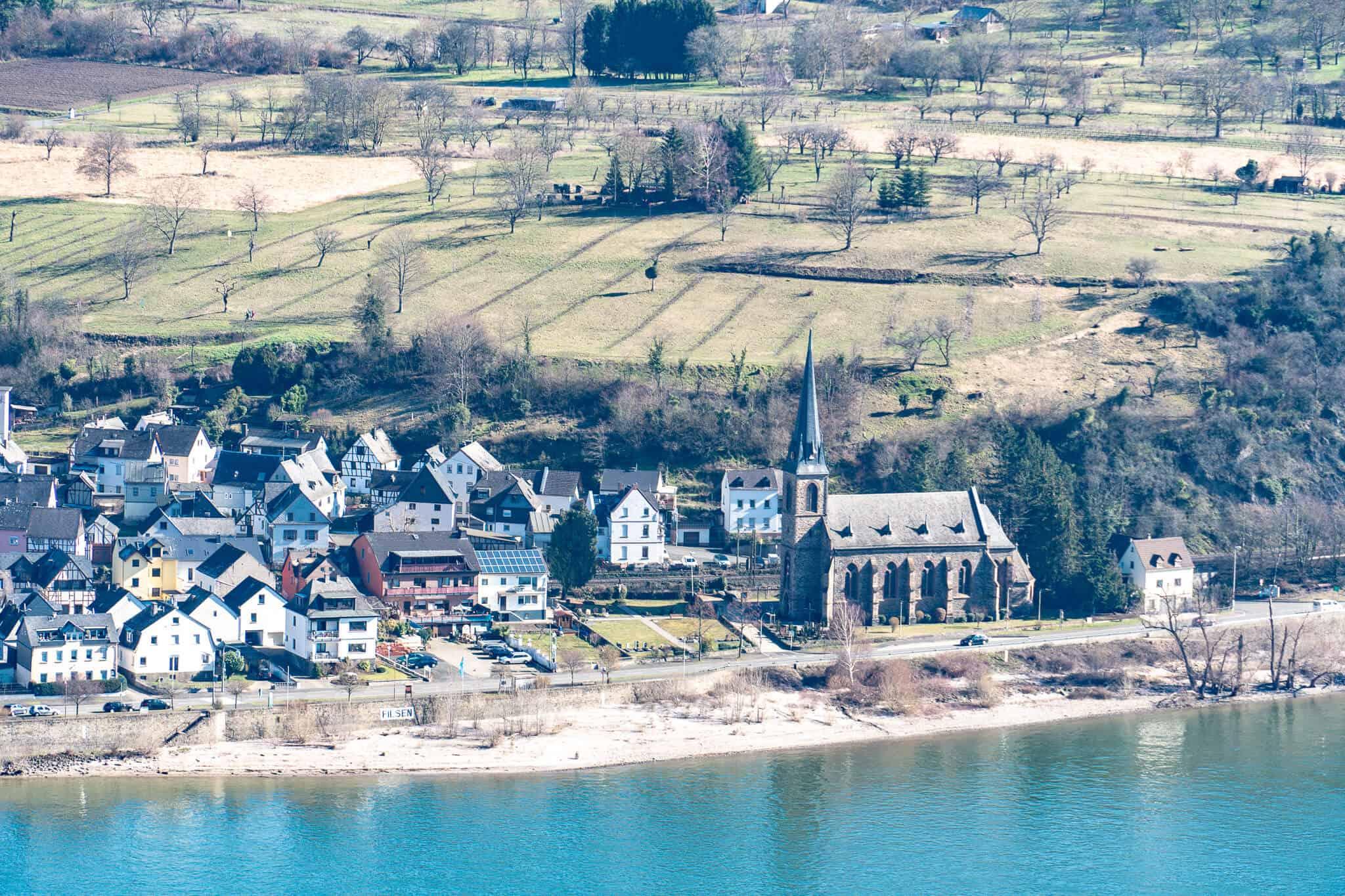 Kirche am Rhein