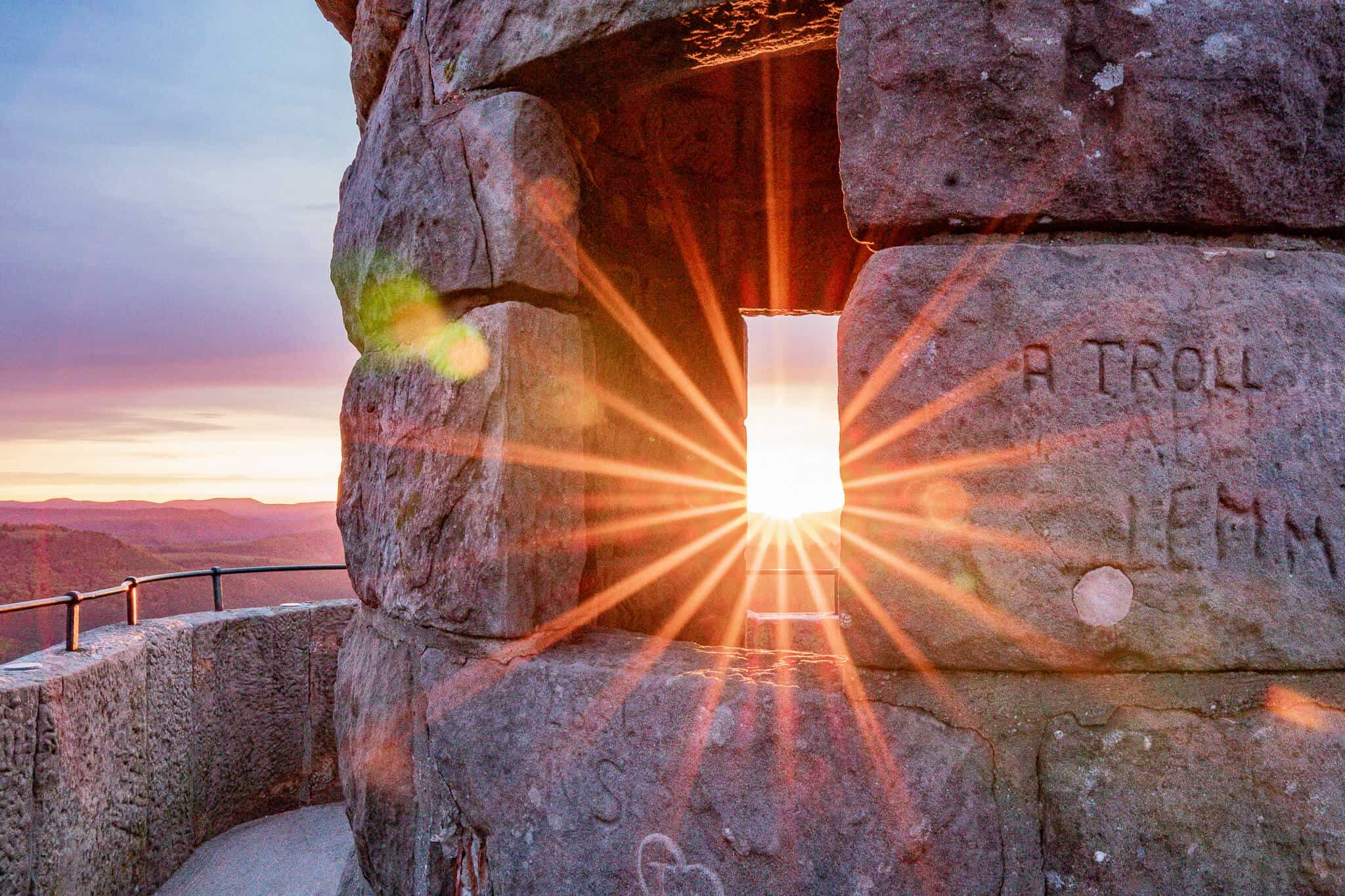 Sonnenaufgang im Pfälzerwald – Sonnenstern Luitpold Turm