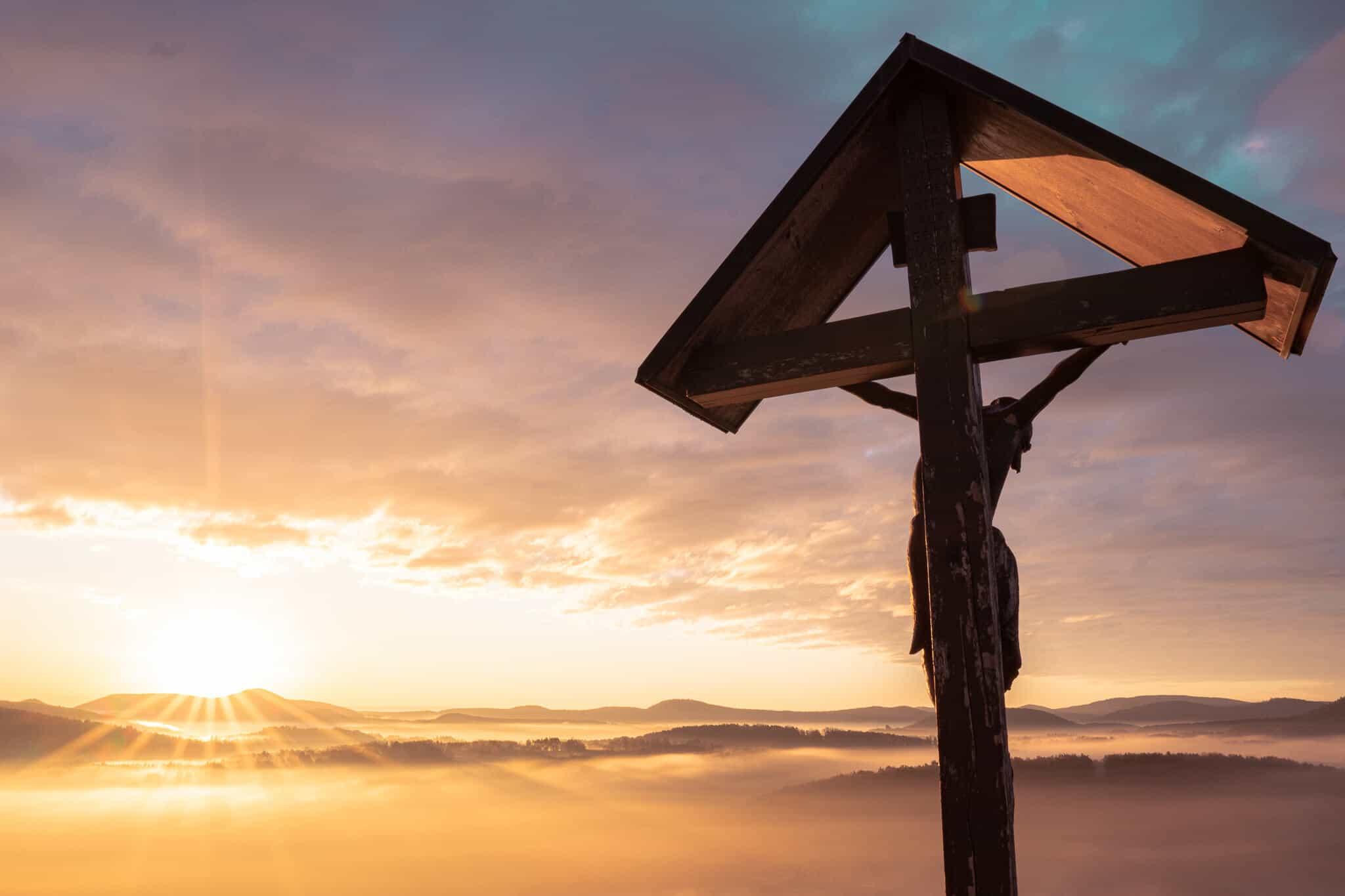 Wachtfels Sonnenaufgang Kreuz
