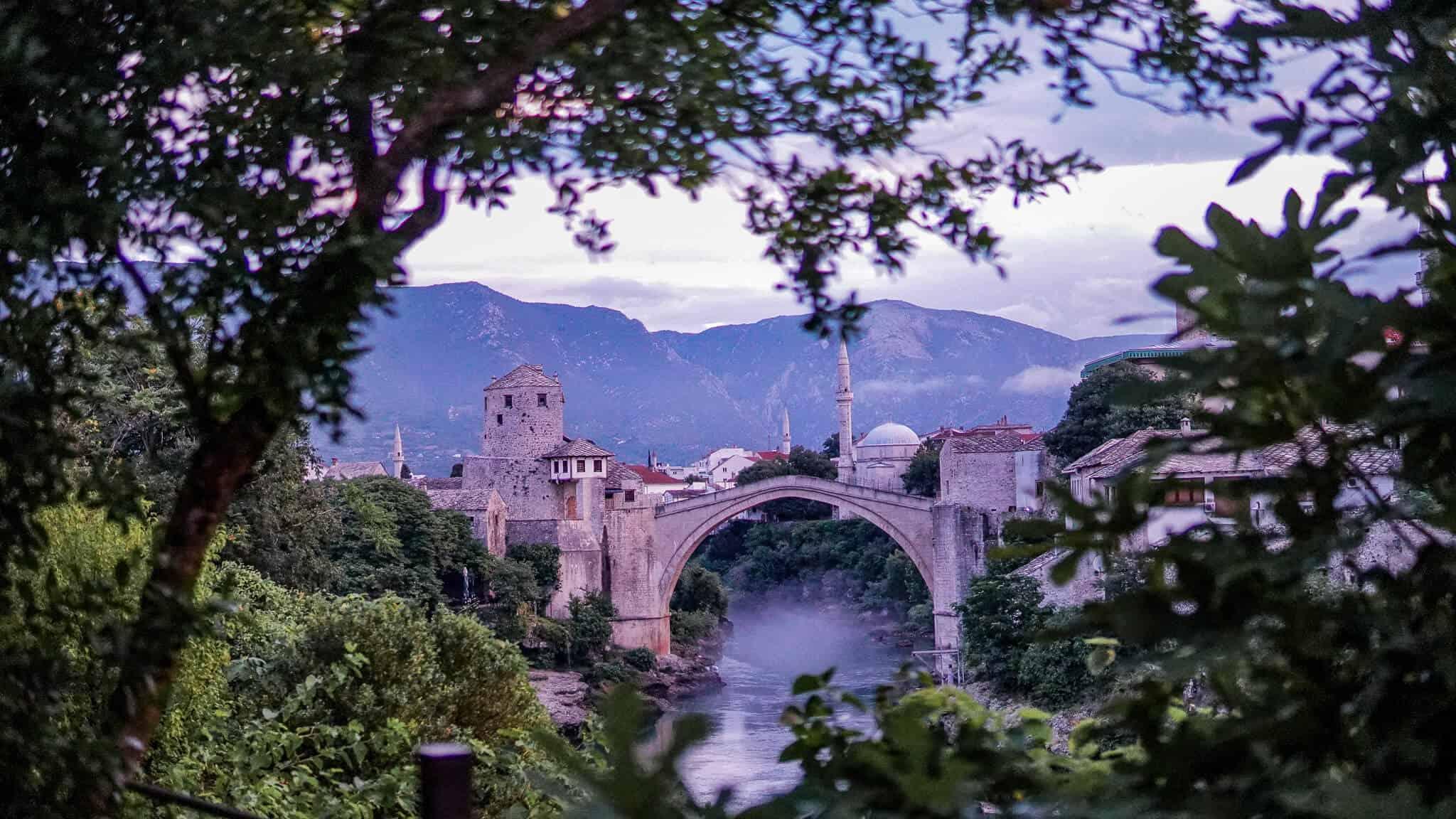 Stari Most Mostar bei Sonnenaufgang