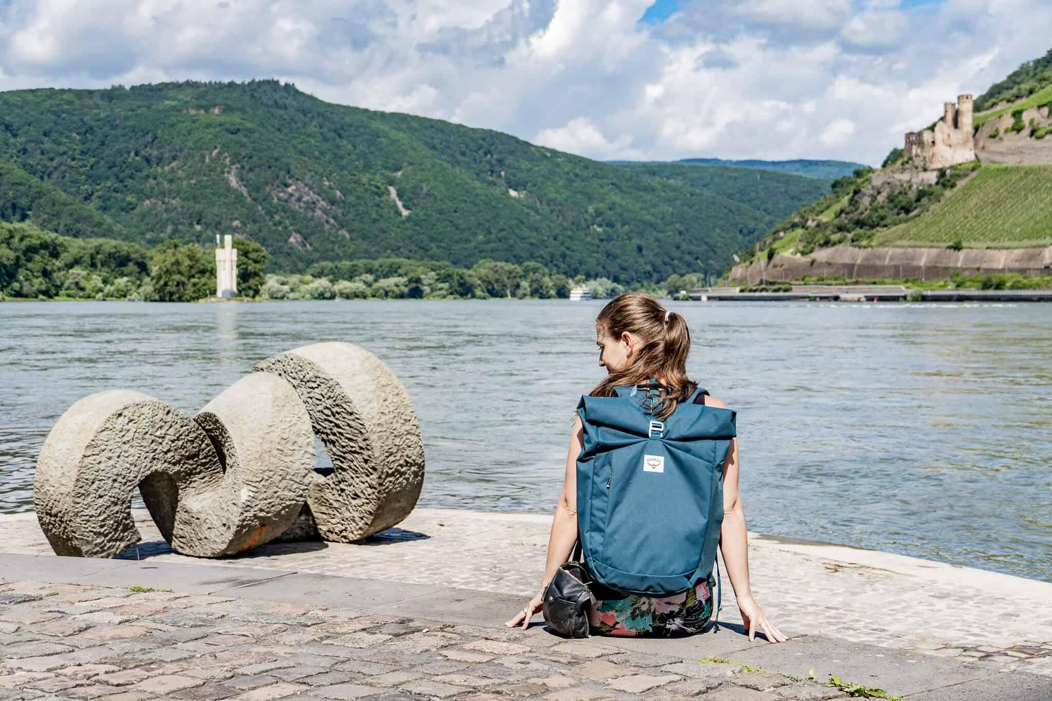 Barbara in Bingen mit Osprey Rucksack